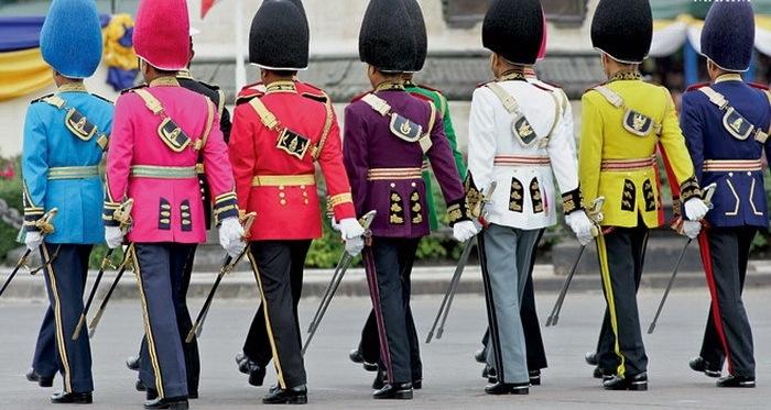 Разноцветная форма военных Таиланда.