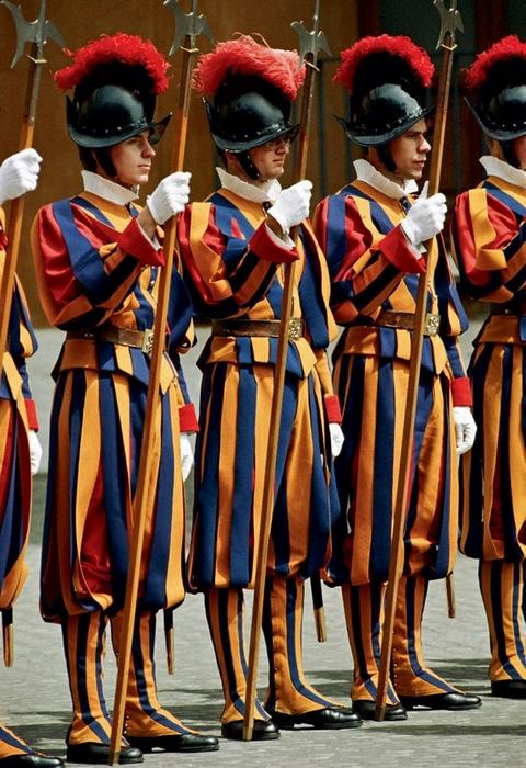 Гвардейцы, охраняющие Ватикан.