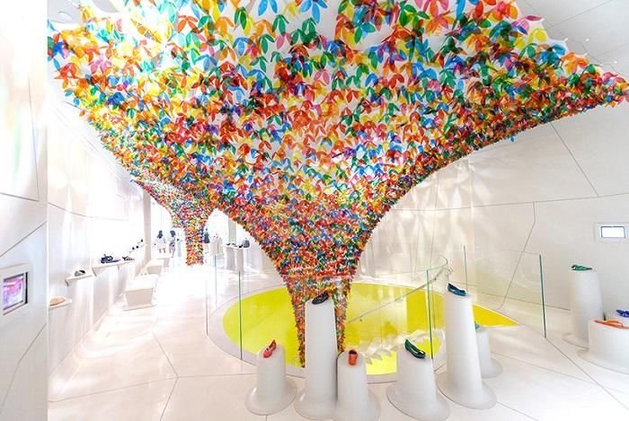 Декорирование обувного магазина в Нью-Йорке.