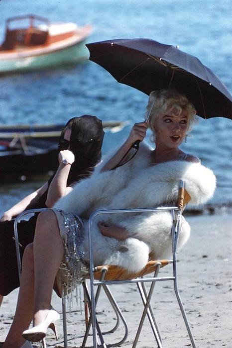 Мэрилин Монро на съемках фильма «В джазе только девушки».