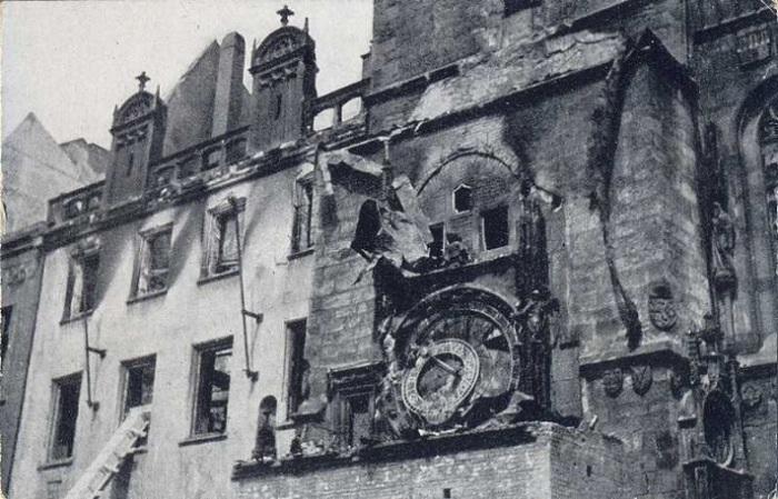 Разрушения на ратуше во Вторую мировую войну. | Фото: cze-tour.com.