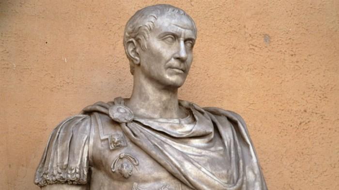 Гай Юлий Цезарь в юношестве продавал себя за деньги.