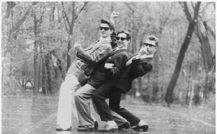 Стиляги - молодежная субкультура середины 20 века.