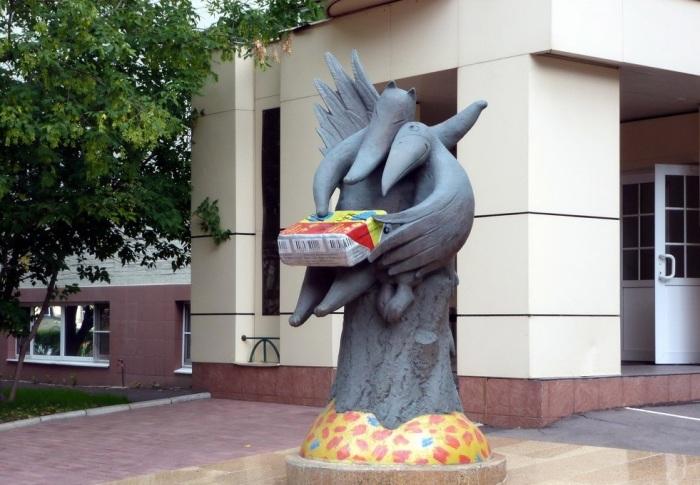 Памятник плавленому сырку «Дружба» в Москве. | Фото: yavshoke.net.