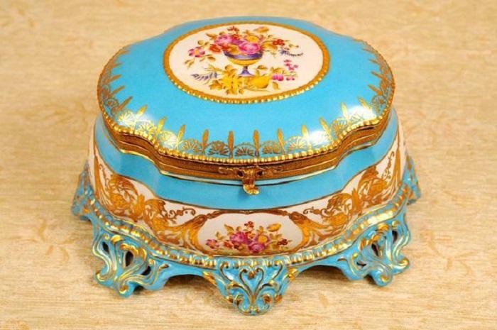 Табакерка, покрытая эмалью. | Фото: liveinternet.ru.
