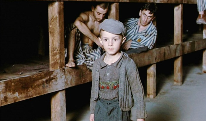 Кадр из к/ф «Жизнь прекрасна» (1997). | Фото: isrageo.com.