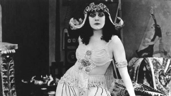 Теда Бара - первая женщина-вамп и секс-символ немого кино. | Фото: thechronicleherald.ca.