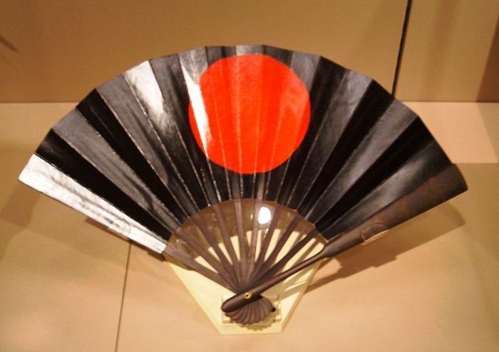 Tessen - боевой веер. | Фото: en.wikipedia.org.