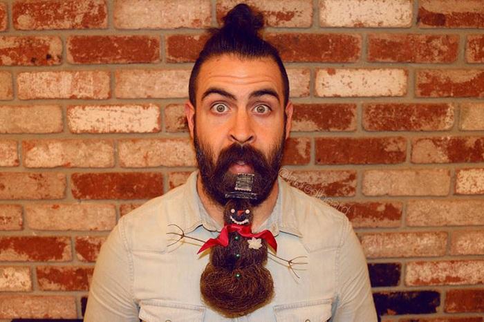 Исаия Уэбб использует свою бороду для создания причесок.