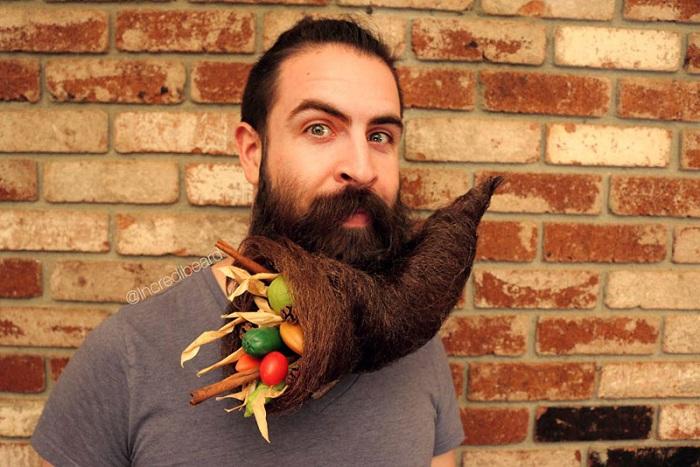 Борода в виде рога изобилия.