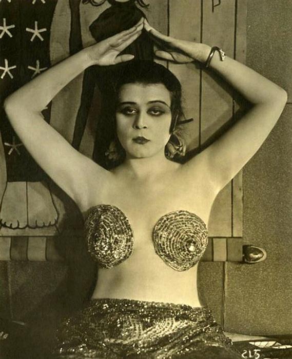 Теда Бара - актриса, популярная в 1915-1919 гг.