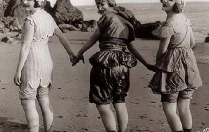 Женские купальные костюмы начала 20 века.   Фото: t72.trilu.ro.