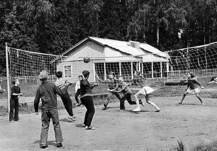 Пионербол - универсальная игра, в которой мог поучаствовать любой желающий.