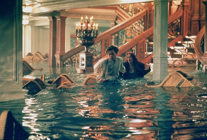 Кадр из к/ф  «Титаник» (1997). Сцена затопления. | Фото: startfilm.ru.