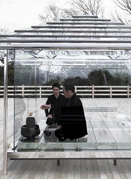 Чайная церемония в стеклянном домике.