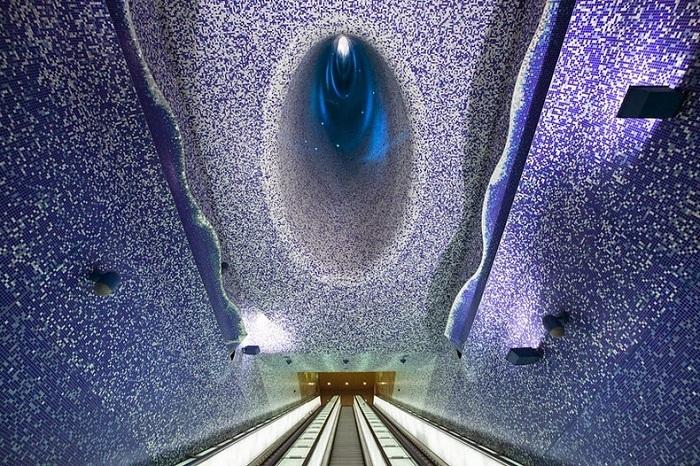 Станция метро в Неаполе (Италия).