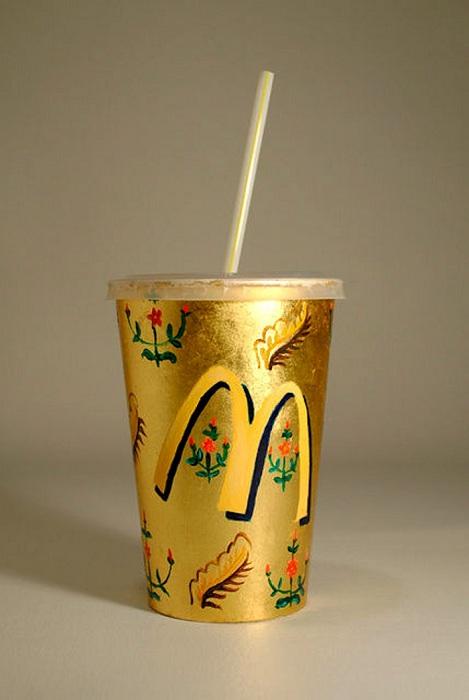 Позолоченный стаканчик из Макдональдса.