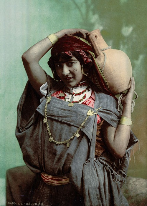 Представительница племени бедуинов.