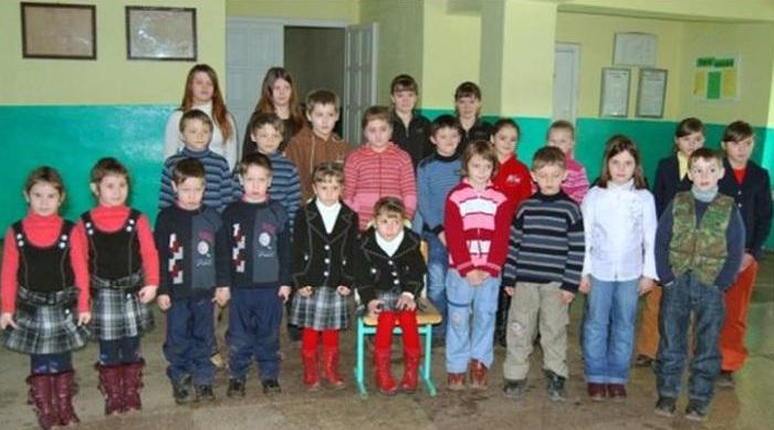 В школе Великой Копани учится несколько пар близнецов. | Фото: odditycentral.com.