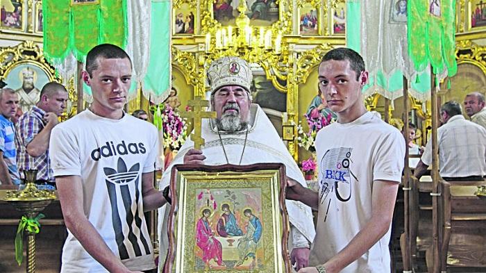 Близнецы деревни Великая Копаня. | Фото: vesti-ukr.com.