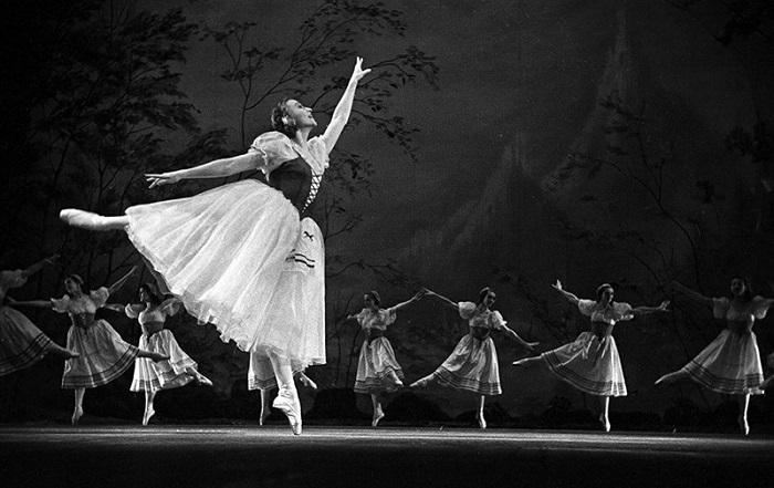 Галина Уланова исполняет партию Жизель. | Фото: cdn.ruvr.ru.