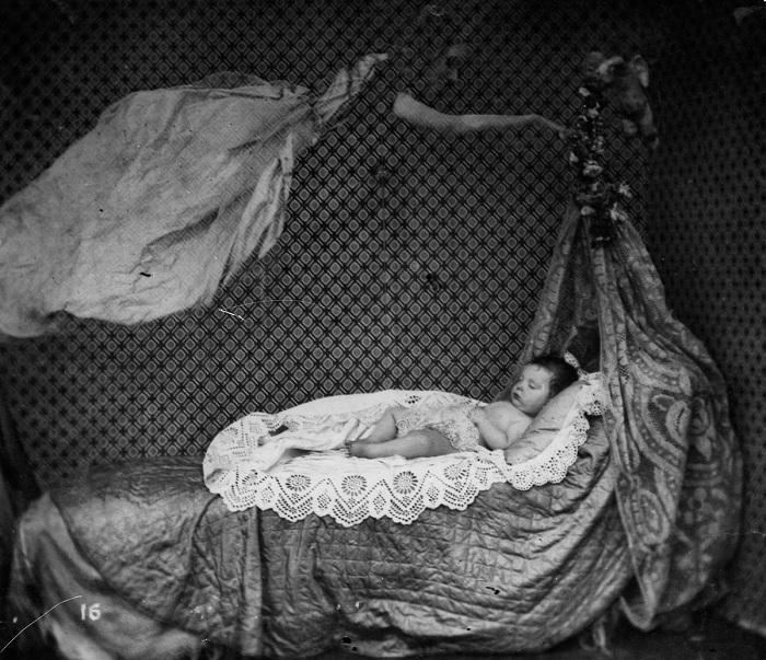 Призрак в помещение - популярная фотография во второй половине XIX века. | Фото: mashable.com.