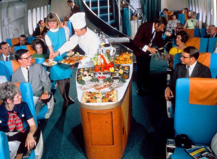 Обед на борту Boeing 747, ок. 1975 год.