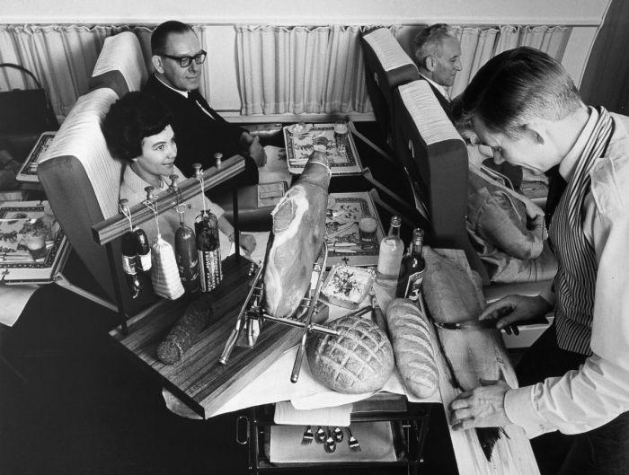 Обед на борту DC-8, ок. 1965 год.