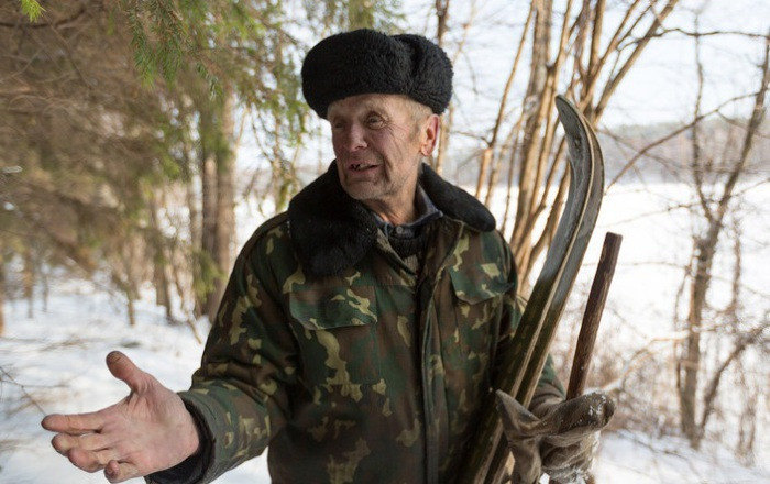 Если опустил уши у шапки-ушанки на морозе, значит ты слабак.  Фото: content.onliner.by.