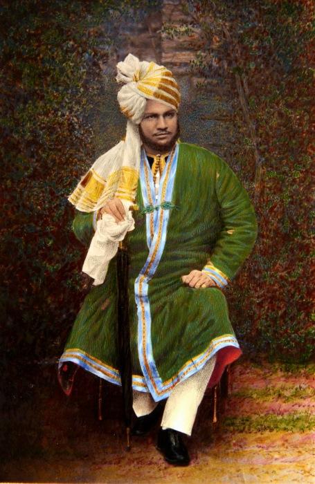 Слуга-индус королевы Виктории в дорогой одежде. | Фото: pinterest.com.