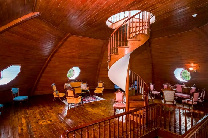 «Кукольный» дом в натуральную величину. | Фото: messynessychic.com.