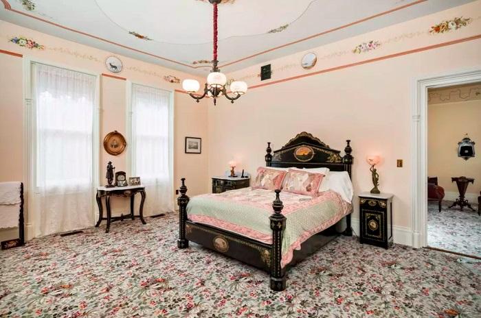Armour-Steiner House. Шикарная спальня. | Фото: messynessychic.com.