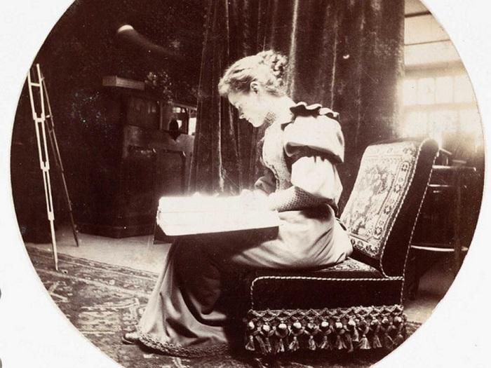 В XIX веке переписка заменяла живое общение между молодыми людьми. | Фото: allday.com.