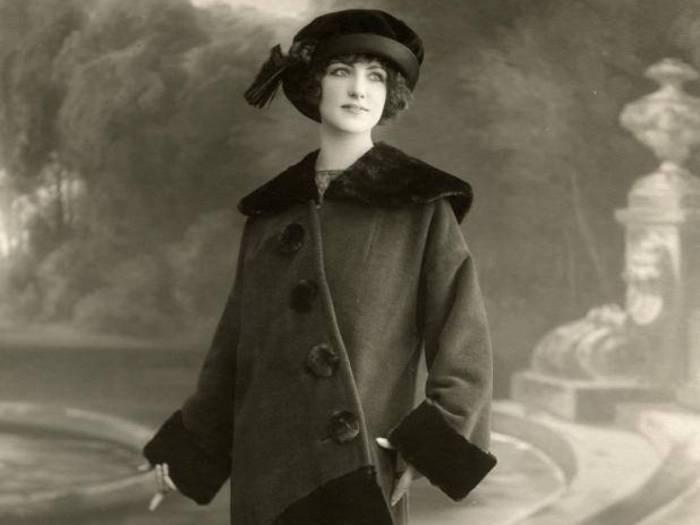 Носить серьги в ушах на свидание в начале ХХ века считалось неприличным. | Фото: allday.com.