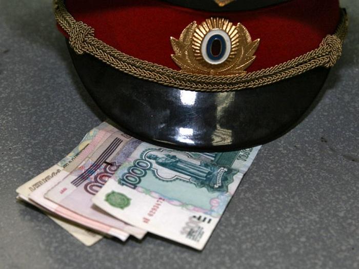 Взяточничество в полиции. | Фото: v-kurse.ru.
