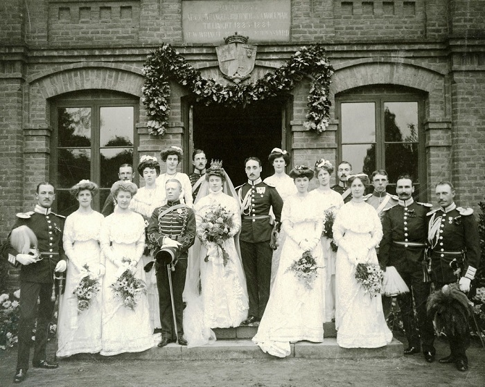 Женитьба проходила строго до полудня. | Фото: i.ebayimg.com.