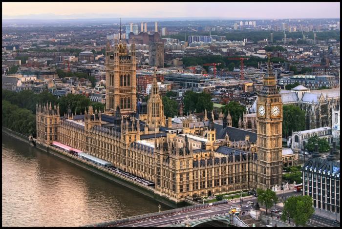 Вестминстерский дворец. | Фото: c2.staticflickr.com.