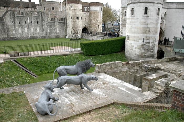 Скульптуры из проволоки в лондонском Тауэре.