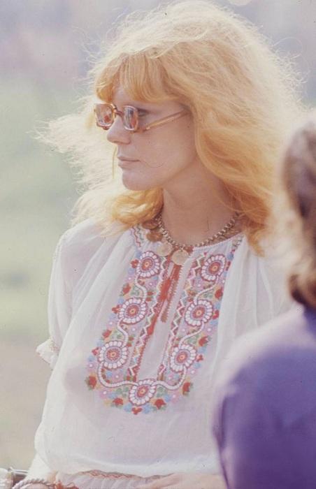 Девушка-хиппи - типичная участница рок-фестиваля 1969 года.