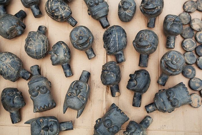 Глиняные части скульптур Лизабет Евы Россофф.