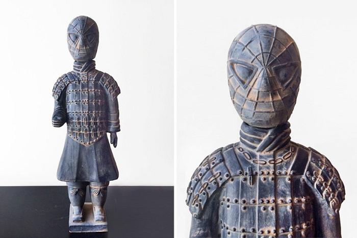 Человек-паук в роли терракотового воина.