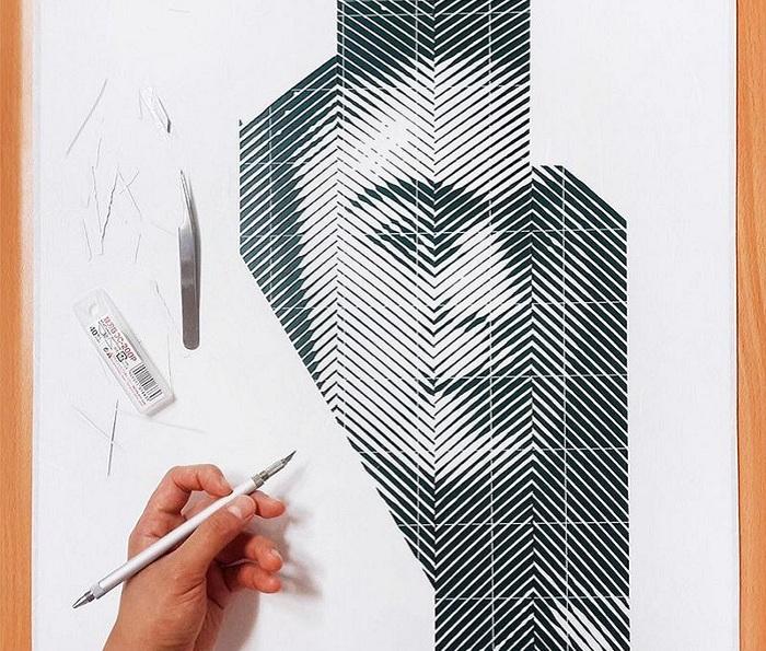 Художник создает портрет, вырезая полоски на бумаге.