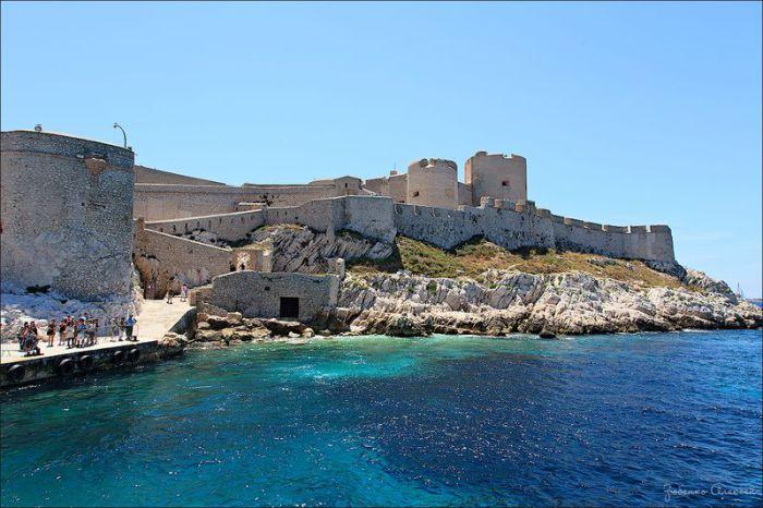 Замок Иф, увековеченный в романе А. Дюма «Граф Монте-Кристо».