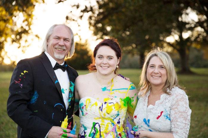 Бывшая невеста со своими родителями.