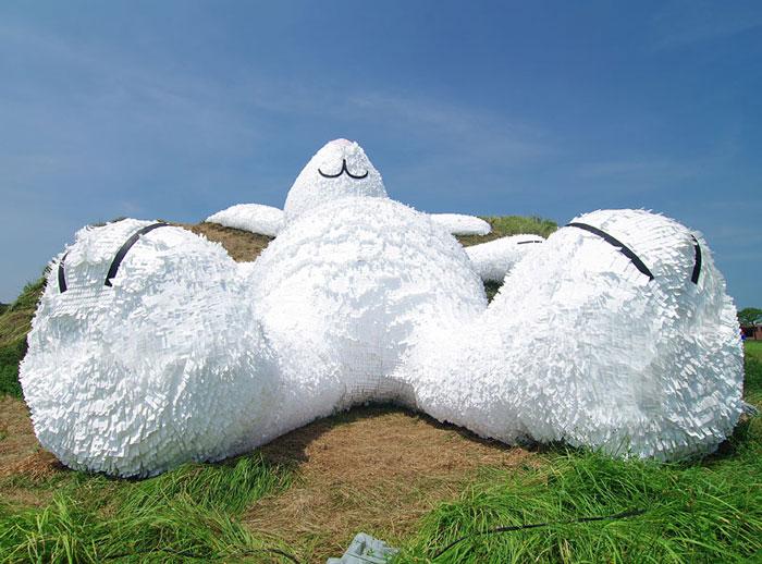 Скульптура от Florentijn Hofman.