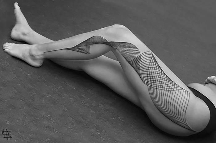 Геометричная татуировка.