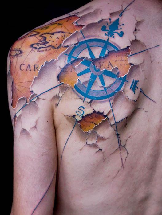 Цветная татуировка.