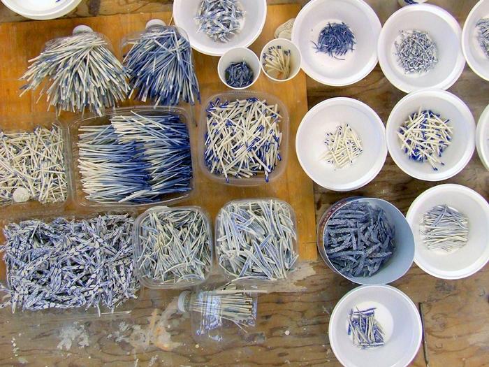 Черепки, собранные для создания скульптур.