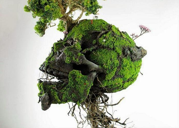 Скульптуры из мха и растений.