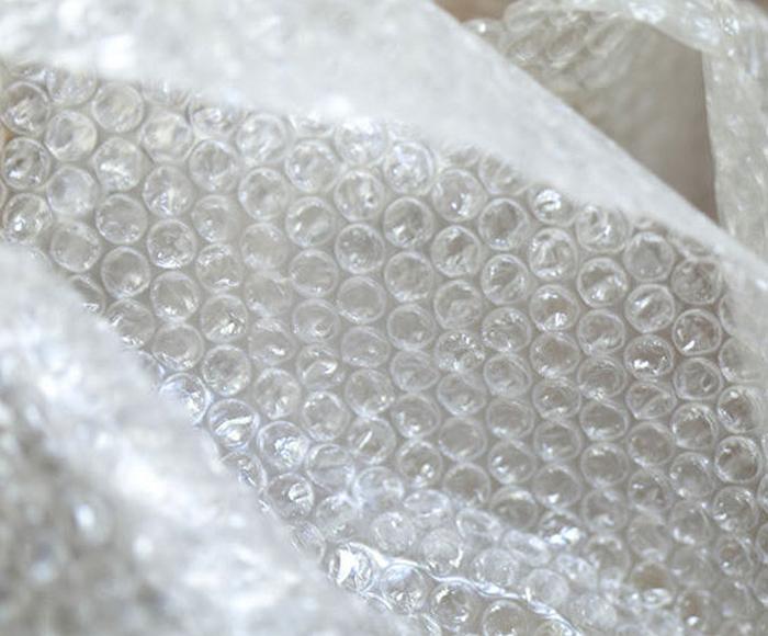 Упаковочная пленка с рыбками от Daisuke Akiyama.